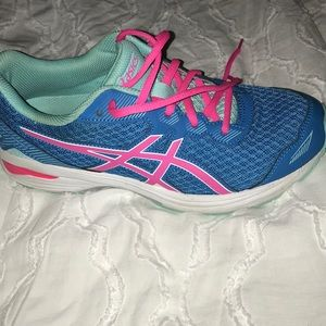 almost new kids ASICS sneakers!